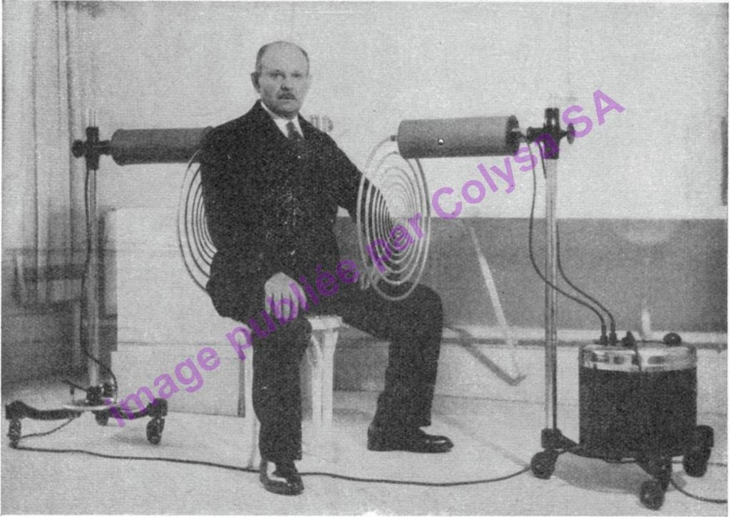 Georges Lakhovsky au milieu de l'OLOM / MWO